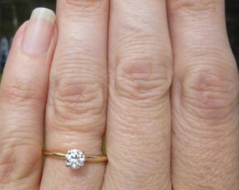 Does not get any more classic then the single diamond on a band  35 point Diamond  Engagment ring