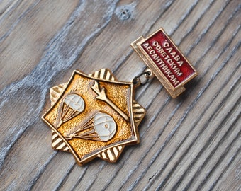 "Vintage Soviet Russian badge,pin,medal.""Glory to the Soviet Paratroopers"""