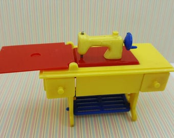 Renwal Sewing Machine Yellow   Toy Furniture Doll House Pedal Style