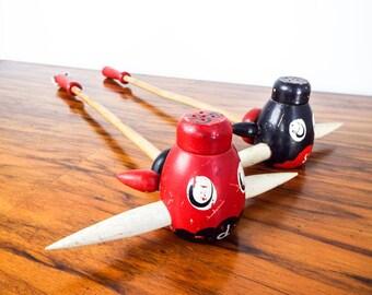 Vintage Wooden Flying Pig Plane Sat and Pepper Shakers, Unique Retro Kitchen Home Decor Decoration,