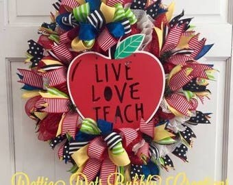Teacher Apple Wreath, School Wreath, Live Love Teach Wreath, Teachers Mesh Wreath, Apple Wreath