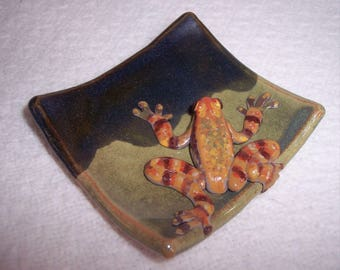 Frog on a plate/ rare Peruvian frog / hand sculpted hand painted frog / frog trinket dish / frog jewelry dish / ceramic art / frog sculpture