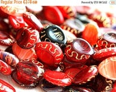 ON SALE Red beads mix, czech glass, oval beads, Golden inlays, teardrop shape, pear - 17x14mm - 8pc - 2103