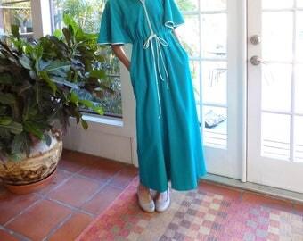 Vintage Vanity Fair robe 1970's velour zip up kimono sleeves maxi length: petite, small