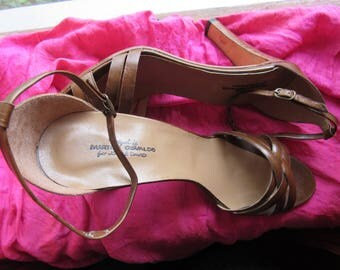 Amaizing Vintage Shoes Joan and David Brown Leather Classic Mary Janes High Heels  Size 9.5 N /40 Made In Italy