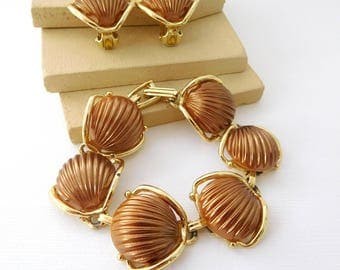 Vintage Mocha Brown Thermoset Scallop Shell Bracelet Clip On Earrings Set DD22