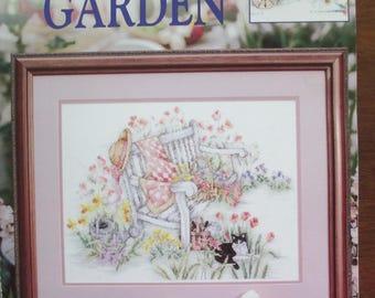 "Vintage Leisure Arts 3198 bi-fold  leaflet cross stitch ""Spring in the Garden""used"
