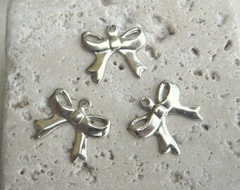 Vintage Petite Bow Findings in Silver. 18pcs.