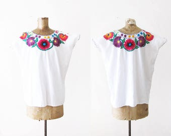 Mexican Embroidered Blouse - Embroidered Floral Shirt - White Cotton Peasant Blouse - Boho Blouse - Hippie Shirt -  70s blouse - Boxy Top L