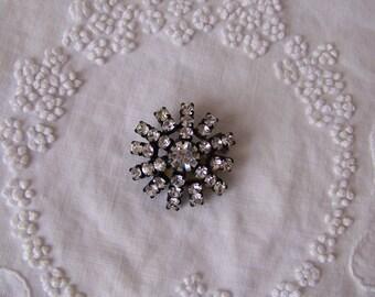 Vintage Rhinestone Brooch.Vintage Rhinestone Jewelry.Vintage Shawl Pins.Vintage Rhinestone Pin.Vintage Clear Glass Jewelry.Vintage Jewelry.