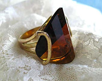 Topaz Glass Mid Century Modern Art Ring, Faceted Amber Glass Wedge Flying Buttress, Heavy Golden Metal Mount and Shank, Saddle Cut Stone