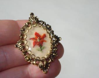 Vintage Needlepoint Red Flower Brooch - Floral Jewellery - Handmade Jewelry 1960s