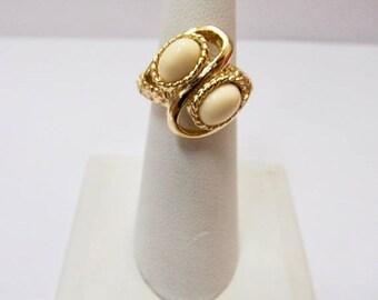 On Sale SARAH COVENTRY Vintage Cream Colored Plastic Stone Adjustable Ring Item K # 787
