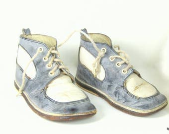 Vintage Childrens Leather Saddle Shoes ADORABLE Blue and White
