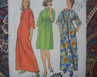 vintage 1970s simplicity sewing pattern 6048 jiffy robe in two lengths size small 8-10