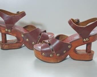 70s Leather and Wood Platform Shoes / 1970s Boho Wooden Platform Sandals / Wood Cut Out Platform Shoes / Rare Boho Hippie Platforms US7 UK5