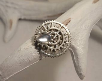 Steampunk gears rings and drop cabochon transparent.