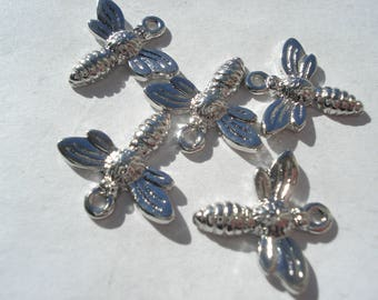15mm Zinc Based Alloy Charms, Silver Plated Bee Charms, Pack of 5 Charms, C204