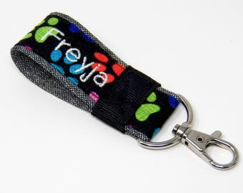 Personalized paw print keychain, Pet name wristlet keychain, gift for dog lover or dog walker, veterinarian stocking stuffer