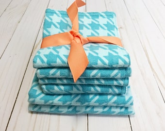 Burp cloths and washcloths for baby boy or baby girl - Turquoise houndstooth burp cloths and washcloths - Gender neutral -flannel and minky