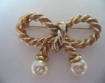 Vintage Unsigned Goldtone Knotted Rope Bow/Faux Pearl Brooch/Pin