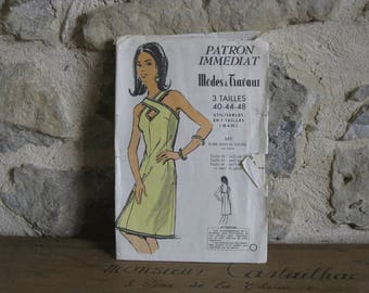 French sewing pattern, 1960s ladies sundress with crossed neckline, Modes & Travaux 587