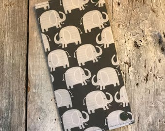 Health book, elephant grey, inside grey with white dots (the direction of the cats fabric may vary)