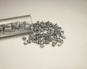 tube seed beads (129)