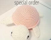 special order - tortue rose et blanche cadeau de naissance