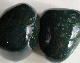 Bloodstone Palm Power Stones, Gives Courage, Calms the Mind, Powerful Healing, Healing Stone, Spiritual Stone, Gemstone