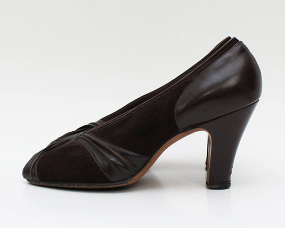 Vintage 1950s Brown Suede Peep Toe Pumps - Size 7 1/2