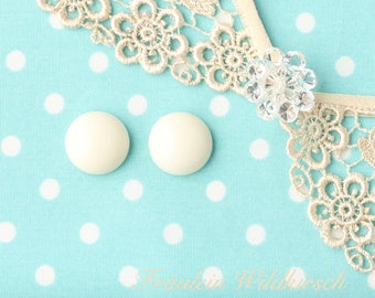 """""""Creme-Buttons"""" vintage stud earrings 15 mm"""