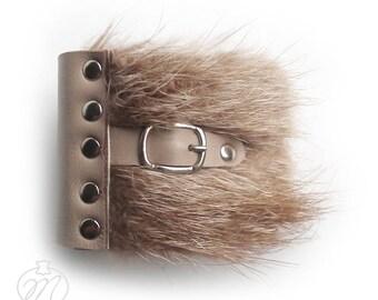 Leather bracelet cuff with fur beige