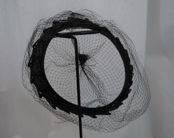 Vintage 1950s 1960s open top circlet pillbox hat black cellophane straw and veiling union made