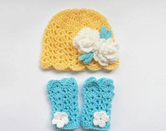 ON SALE 20% DISCOUNT Baby Girl Hat and Leg Warmers , Newborn Baby Girl Outfit , Crochet Lace Beanie and Leg Warmers , Newborn Baby Photo Pro