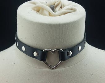 Choker Genuine Leather - Choker Collar Black Leather Choker with Silver Heart Ring and Silver Rivets