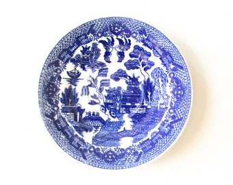 Vintage white and blue desert plate / blue willow plate made in Japan
