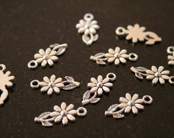 24 silver plated flower charm. (ref:1048).