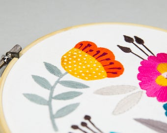 DIY floral embroidery hoop design to stitch at home
