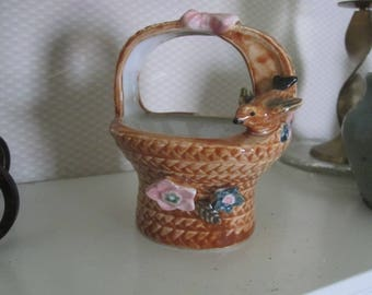 VTG Brown Ceramic Woven Look Mini Basket Bird Pink Bow Made In Japan TRINKET