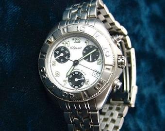 35% OFF SALE Vintage Swiss Classic Quartz Ladies Wristwatch, Chrono 20 ATM (660'), 4 Dial, Runs E2505