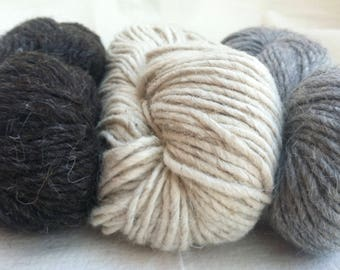 CHUNKY WEIGHT 3-colors Navajo Churro yarn pack.  Includes White, Dark Grey and Light Grey.  Comes with free yarn sample card.