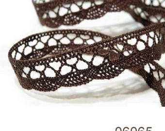 6065 - 18 mm chocolate brown cotton lace Ribbon