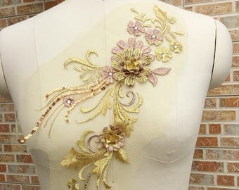 2017 New High Quality 3D Flower Lace Applique in Gold Color