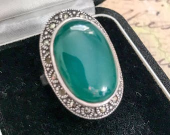 Vintage Ring In Sterling Silver With Green Chalcedony And Marcasite Size M 1/2 US 6 1/2