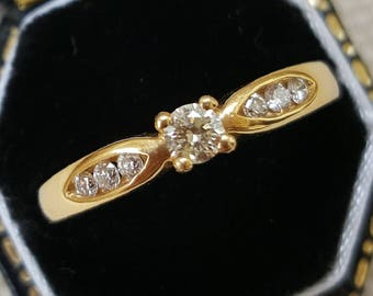 Diamond Single Stone Ring in 18ct Gold with Diamond Line Shoulders