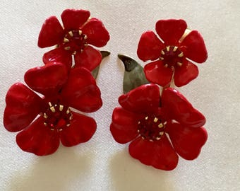 Beautiful Red Enamel Flower Earrings by CORO. Clip Earrings in Excellent Condition.