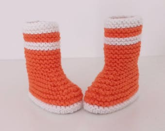 Let us put on bootees baby birth in 12 orange and white woolen hand-knitted months