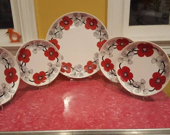 "10.25"" (26 cm) Arabia Finland Isokukka Plate and 4 Dessert Plates"