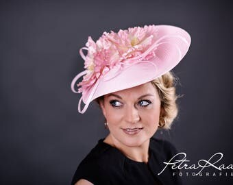 U72 hat Royal Ascot hat Ballhut Kentucky Derby has horse racing couture Millinery Sinamay has wedding fascination